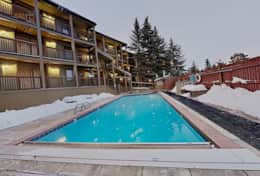 Large Heated pool and hot tub