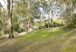 Holiday-Accommodation-Flaxton-House-Front Yard 3