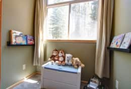 Bedroom 2 (Kids): 2 Bunk beds (4 singled beds)