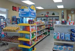Resort convenience store (clubhouse)