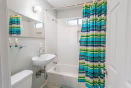 Guest Bathroom - Shower/Tub combo