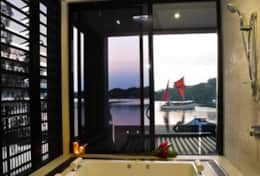 Onyx Luxury Harbour Resort Residence - Penthouse Master Bathroom