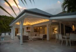 stbarth-villa-belroc-outdoor-living-area-dining-b