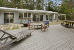 Outdoor deck - The River House Gipsy Point - Good House Holiday Rentals