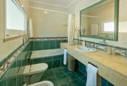 En suite bathroom to Master Bedroom