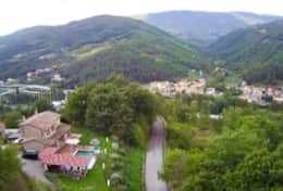 Villa Valtopina and the village of Valtopina