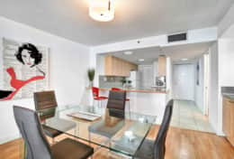 Dining area, fully equipped kitchen with washer/dryer, front entryway