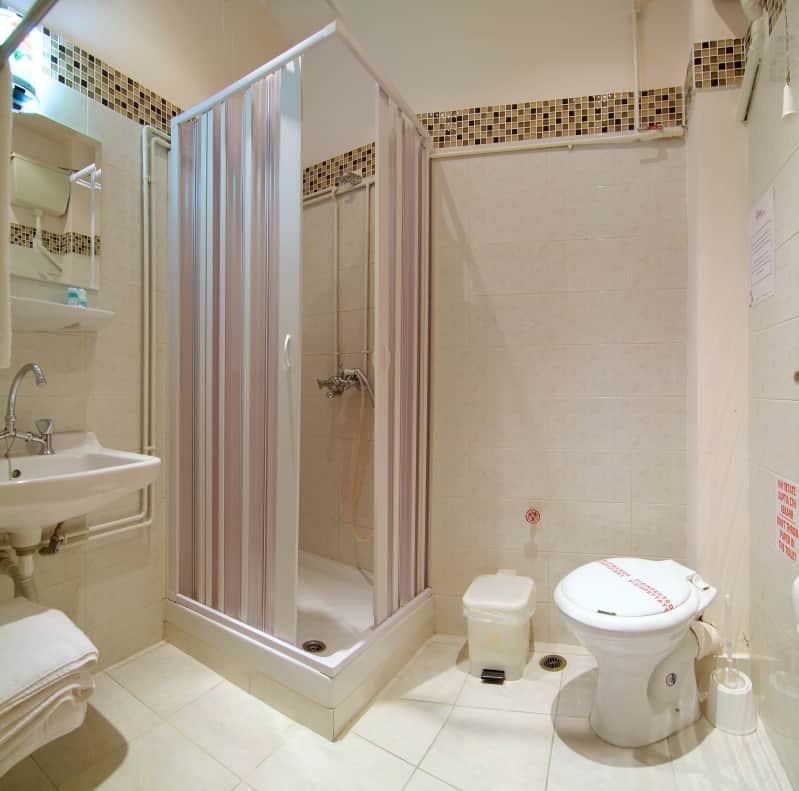 hotel-varonos-delphi-single-room-bathroom