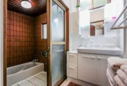Bathroom- Amenities provided |  Gotanda House| Tokyo Family Stays |Spacious | Family Friendly