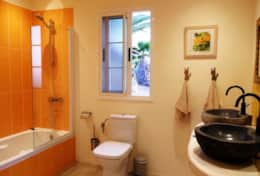 House Perseidas - Bathroom with bathtub