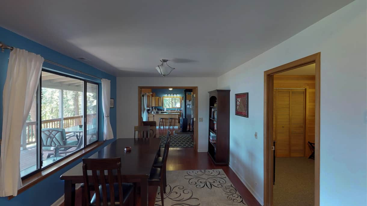 The Lakeview Retreat Dining Room - Leavenworth, WA