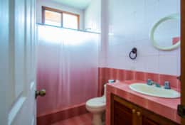 Villa 4 | Full Bathroom | Full Shower | Full Tub