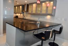 Fully equipped kitchen, seating for 2 at kitchen counter