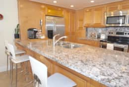 Fully equipped kitchen, seating for 4 at kitchen counter, washer/dryer