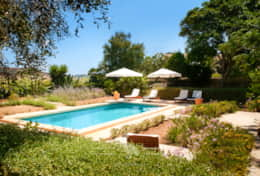 Magnificent 5 bedroom Farmhouse with Private Pool & Garden