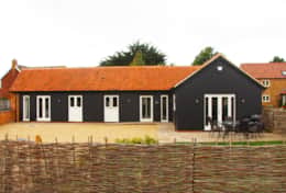 ...Single Storey so perfect for mixed fsmily & friends groups