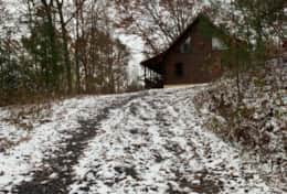 Waynesville Smokies Overlook Lodge Cabin - Driveway Snow