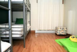 The bedroom for 4, with bunk beds. La chambre pour 4