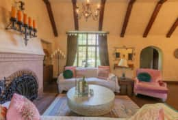 Classic Tudor Home with Pool, 15 minutes to Disney