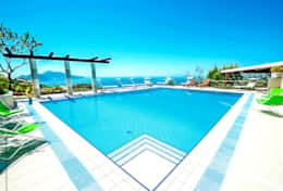 private-swimming-pool-sun-chaires-luxury-villa-with-sea-view-amalfi-coast-italia