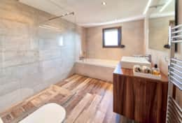 Master Bedroom En suite Bathroom