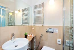 20-campo-de-fiori-2-double-bathroom-2