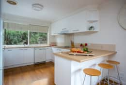 Coonawarra Breakfast Bar Kitchen - Good House Holiday Rentals