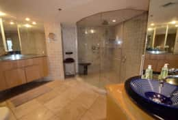 Master bathroom, 5 jet shower