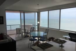 Dinning area with views!!