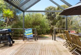 Stroll To The Sea - Lovely Deck To The Backyard - Good House Holiday Rentals