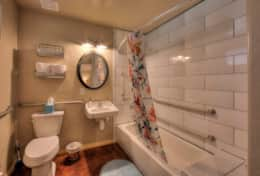 Wisteria Cottage Full Bath