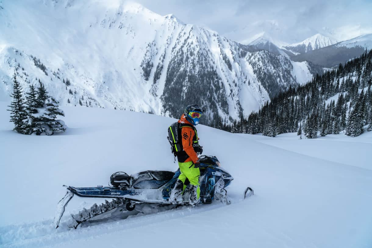 Snowmobiling in Valemount area