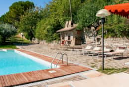 Il Paradiso Assisi, swimming pool and pizza oven