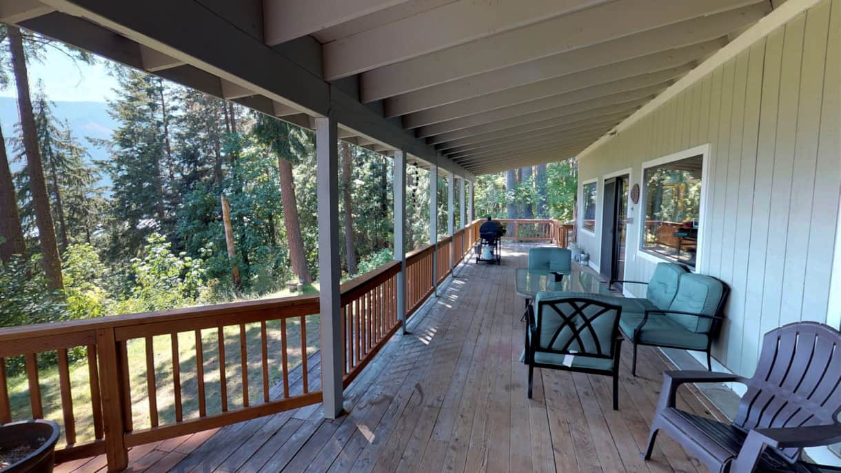 The Lakeview Retreat Deck with a View - Leavenworth, WA (2)