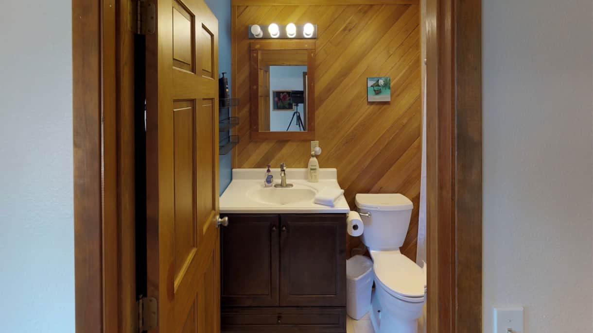 The Lakeview Retreat Private Master Bathroom - Leavenworth, WA