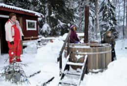 K46 Wallace Cottage - We can arrange a hot tub & sauna to warm your frozen toes