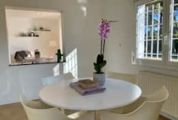 Its spacious kitchen and central table