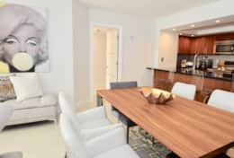 Dining area for 6, fully equipped kitchen, seating at kitchen counter for 4