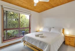 Doesntmatta - Queen Bedroom No 2- Good House Holiday Rentals