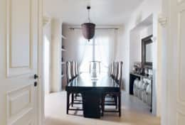 dining table nest to the kitchen