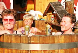 K39 Thistle Cottage – The hot tub by the lake is the best place to watch the sunset & stars at night