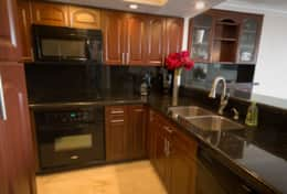 Fully equipped kitchen with washer dryerw