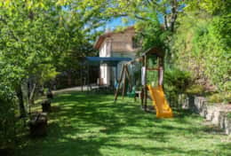 Il Paradiso Assisi, playground and covered terrace