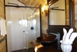 Master bath - www.oldchurchcottages.com - Boundary Creek,NB Location - Photo credits: Daniel StLouis