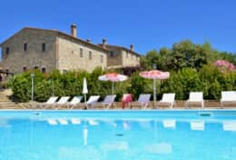 La Pergola apartments for holiday between Lake Trasimeno and Perugia