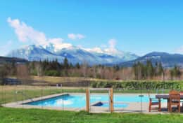 The Log Cabin's Private Pool & Year Round Hot Tub with Epic Mountain Views