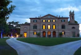 Large aristocratic villa available for rent