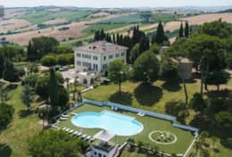 Large Luxury Villa sleeps 18 people in Macerata