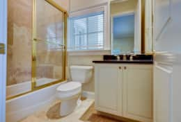 30 Knotts Way- Lower Level Queens Ensuite