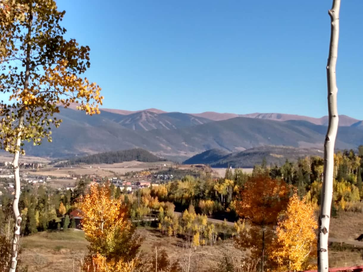 Beautiful fall colors surround Elk Run Lodge